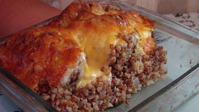 Najbardziej pyszne drugie danie na lunch - pieczony kurczak z kaszą gryczaną