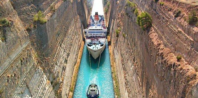Najwęższy kanał wodny żeglugi morskiej na świecie, który powstawał 2,5 tysiąca lat