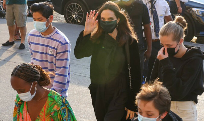 Francuskie wakacje: Angelina Jolie z dziećmi odpoczywa w Paryżu