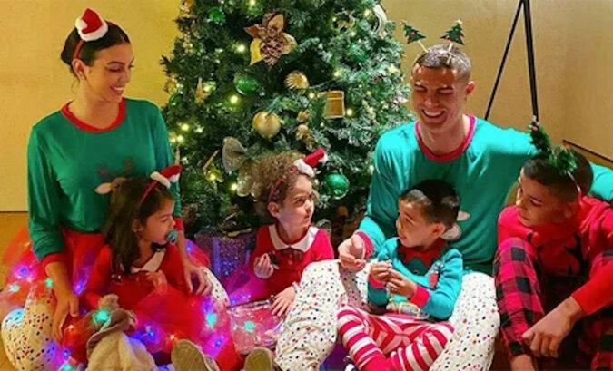 Boże Narodzenie 2020: Cristiano Ronaldo, David i Victoria Beckham, Justin Bieber i inni udostępnili rodzinne zdjęcia