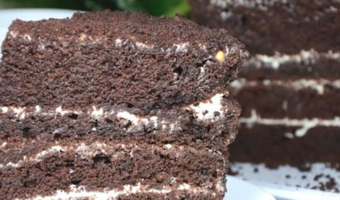 Biszkopt czekoladowy dla leniwych. Aromatyczne i wilgotne