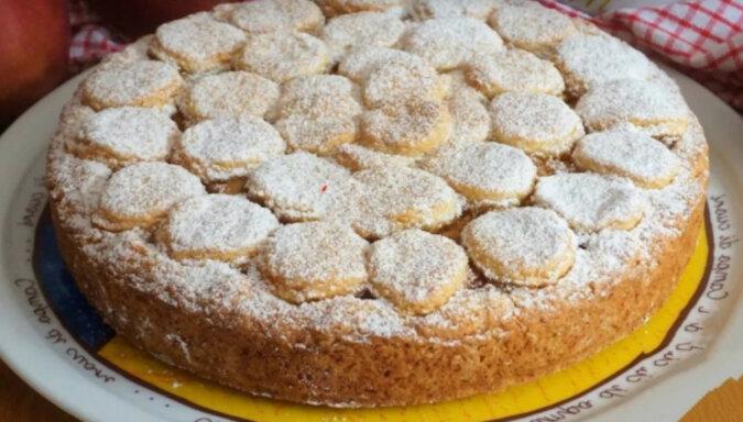 Szarlotka: to ciasto jest lepsze, niż tort. Przepyszny wypiek do herbaty