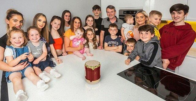 Ta para jest największą rodziną w Wielkiej Brytanii. Kobieta urodziła 22 dziecko. Zobacz jak się czuje
