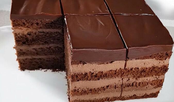 Prosty i pyszny tort czekoladowy z kremem twarogowym
