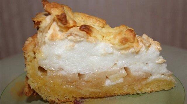 Ciasto jabłkowe z delikatną bezą. Najlepsze ciasto jabłkowe na świecie