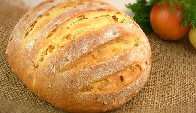 Domowy chleb cebulowy. Miękki i przewiewny