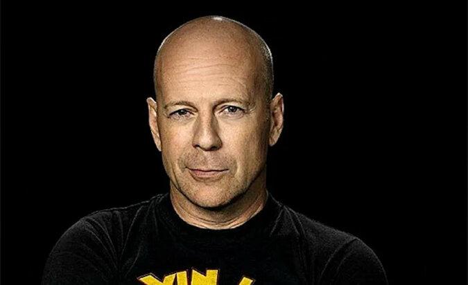 Nie miałem pojęcia, że Bruce Willis potrafi dobrze śpiewać. Występ na żywo aktora