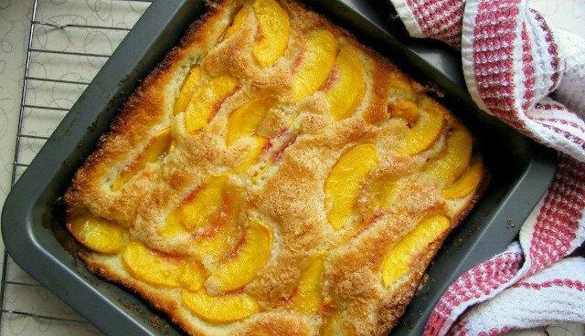 Tanie ciasto z owocami: zawsze jest idealne