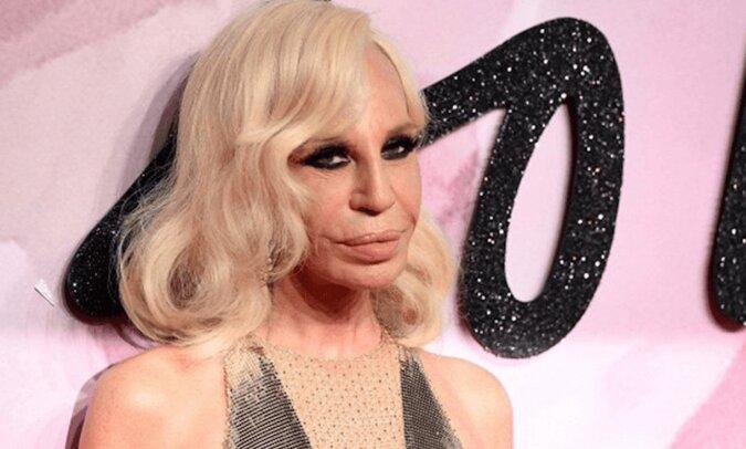 Była ucieleśnieniem piękna. Donatella Versace. Jaka była przed nieskończonymi operacjami plastycznymi?