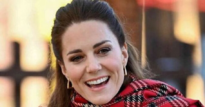 Książę William z Kate Middleton i dziećmi odwiedzili London Palladium. Po raz pierwszy rodzina królewska pojawiła się publicznie w pełnym składzie