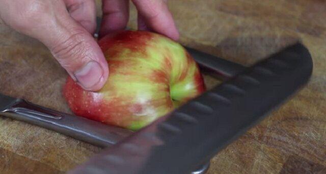 Tym możesz zaskoczyć swoich gości. Niesamowita sztuczka z jabłkiem
