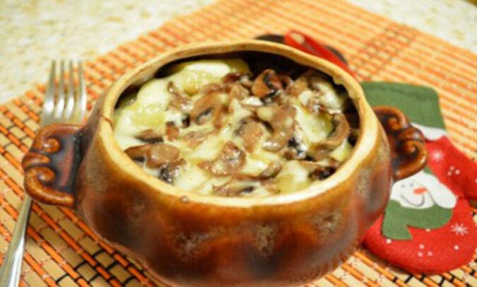Kasza gryczana pieczona w kociołku z grzybami pod serową skorupą. Pycha