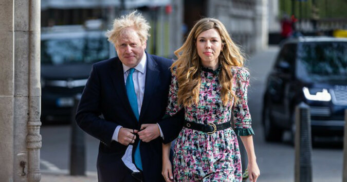 Suknia ślubna narzeczonej Borisa Johnsona zadziwiła Internet i stała się nowym hitem