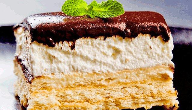 Tort z ciasteczek bez wypiekania i żelatyny. Szybko i bardzo smaczne