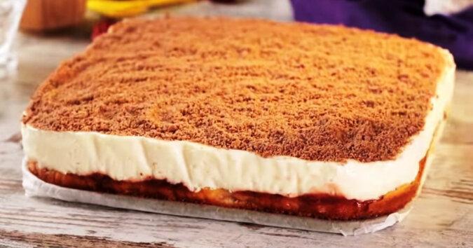 Pyszny biszkopt na tort z delikatnym mlecznym kremem