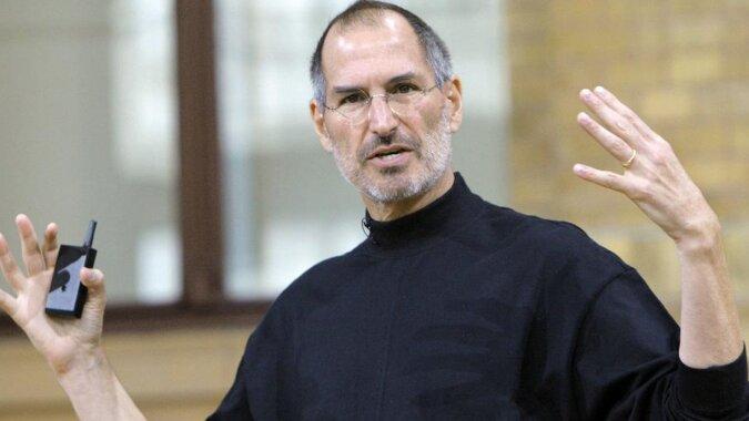 23-letnia córka Steve'a Jobsa zrobiła furorę na pokazie mody w Paryżu