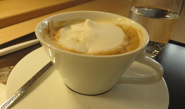 Pewnego razu szef wszedł do kącika sprzątaczki - ona poczęstowała go kawą z ciasteczkami