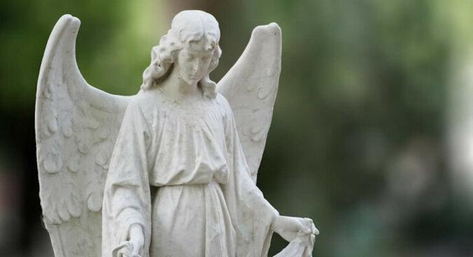 3 znaki zodiaku z aniołem stróżem za plecami