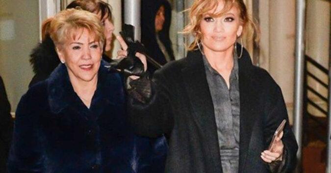 Matka Jennifer Lopez ma 73 lata, ale na jej twarzy nie ma ani jednej zmarszczki