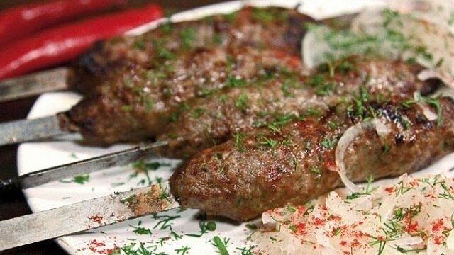 Soczysty kebab wołowy na szaszłykach - nigdy w życiu nie kosztowałam smaczniejszego