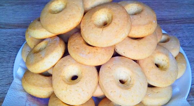 Delikatne i miękkie ciasteczka mleczne są robione w szybki i łatwy sposób