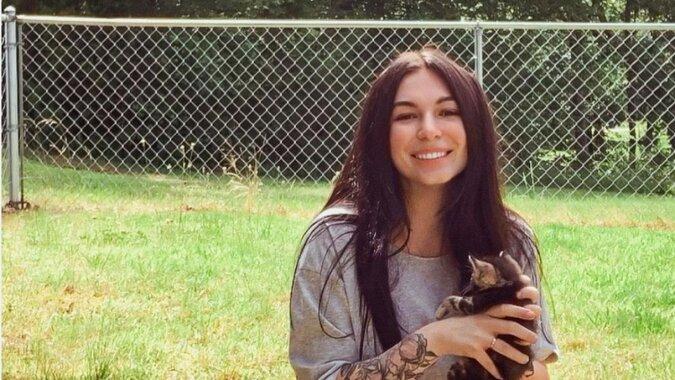 Kobieta w ciąży znalazła kotkę, która również była w ciąży - urodziła tego samego dnia co kotka