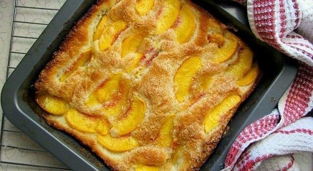 Pyszne tanie ciasto z nadzieniem owocowym