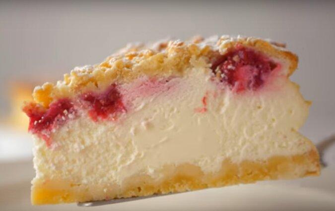 Niesamowicie delikatny tort śmietankowy z ciasta kruchego – delikatniejszy niż sernik