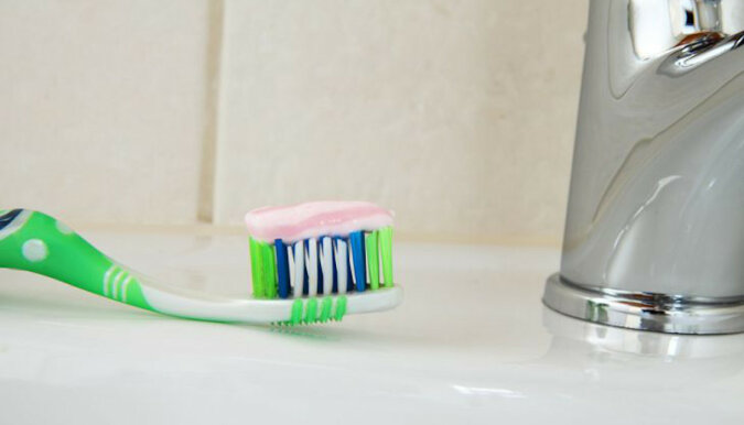 Dlaczego jest potrzebna pasta do zębów w kuchni: sztuczki, o których gospodynie domowe nie wiedzą