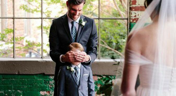 Dziecko zobaczyło swoją macochę w sukni ślubnej. Zdjęcia