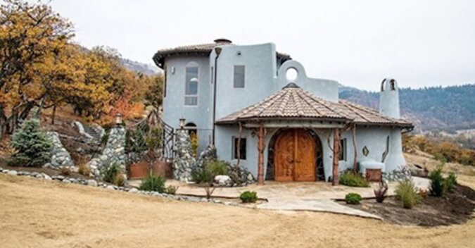 Z zewnątrz - zwykły dom. Ale dlaczego jest wart 7,6 miliona dolarów?