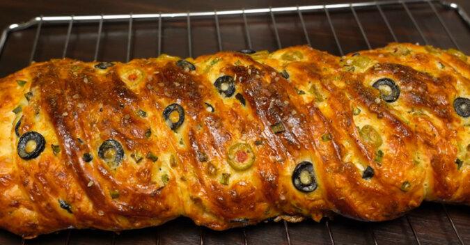 Alternatywa dla chleba – chałka z nadzieniem. Aromatyczna i przepyszna