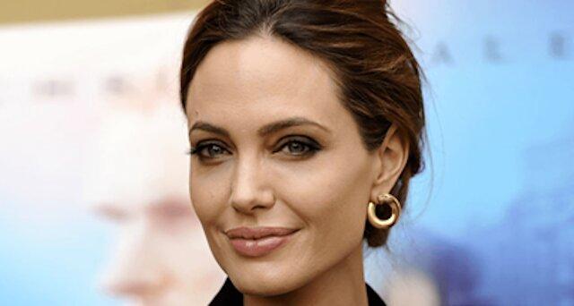 Jest słusznie uważana za jedną z najbardziej pożądanych i pięknych kobiet na świecie. Jak zmienia się uroda Angeliny Jolie