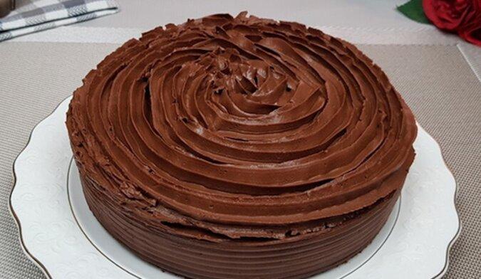 Bardzo czekoladowe ciasto z kremem: przepyszne i delikatne
