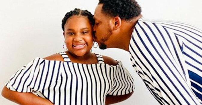 Tata wychowuje 9-letnią córkę, mając czas szyć dla niej stroje, których zazdrości jej cała szkoła