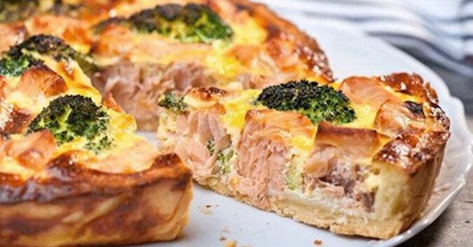 Otwarte ciasto z łososiem i brokułami. Świetna opcja na Sylwester