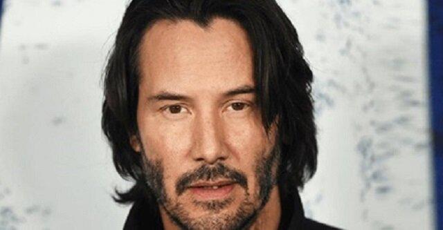 """Paparazzi sfilmowali Keanu Reeves, który publicznie okazuje uczucia swojej """"towarzyszce"""""""