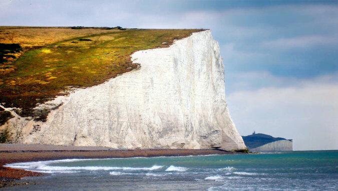 Osunął się ogromny fragment skały w Dover zostało to zarejestrowane na wideo