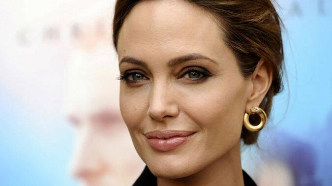 Od chłopczycy do królowej: rzadkie zdjęcia Angeliny Jolie, których prawdopodobnie nigdy nie widziałaś