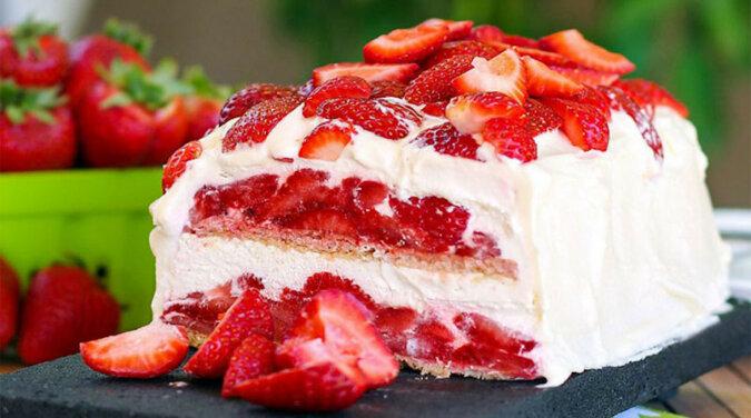 Letnie ciasto z truskawką bez pieczenia. Szybko i pysznie