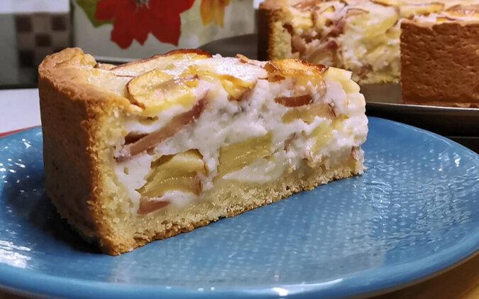 Robię takie ciasto zamiast szarlotki. Miękkie ciasto i dużo jabłek w kremowym nadzieniu