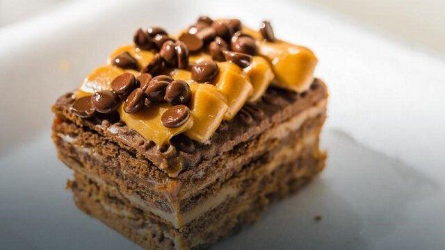 """Ciasto """"krówka"""" bez pieczenia. Szybki, prosty i pyszny deser"""