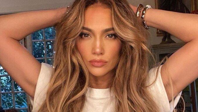 Przytulny strój Jennifer Lopez na zakupach z dziećmi