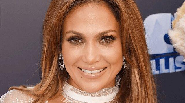 """""""Oczekiwanie i rzeczywistość"""": na swoje 51 urodziny Jay Lo pokazała się bez makijażu i bez Photoshopa"""