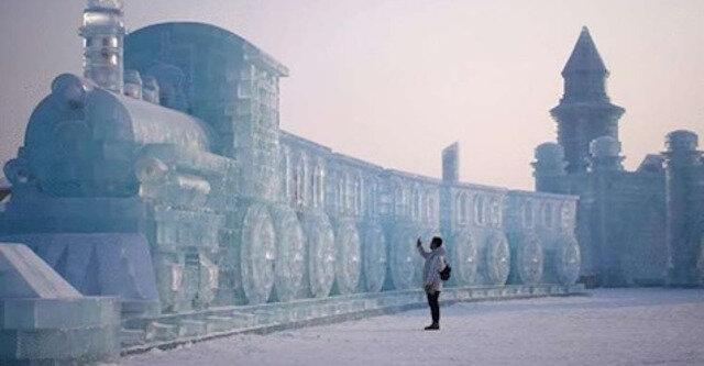 Zapierające dech w piersiach zdjęcia z największego na świecie festiwalu śniegu i lodu w Chinach