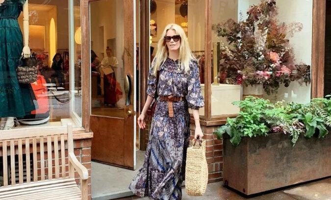 W jakie rzeczy ubiera się 50-letnia Claudia Schiffer i co doradza kupować