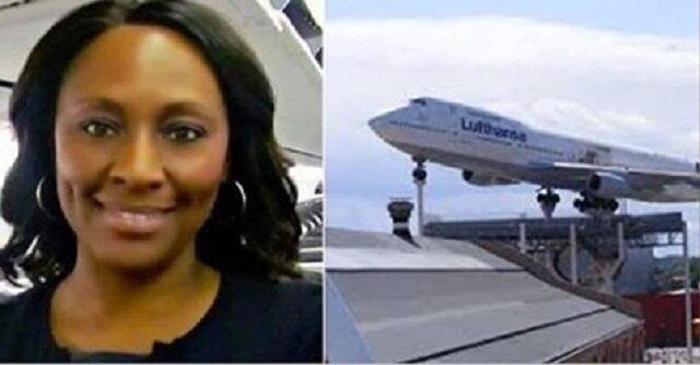 """Stewardessa zobaczyła napis """"Pomocy"""" w łazience samolotu i natychmiast wezwała policję"""