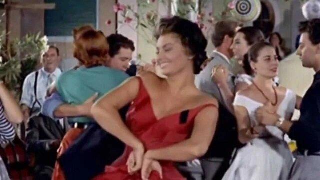 Jaskrawy taniec niepowtarzalnej Sophii Loren. Ekscytujące wideo