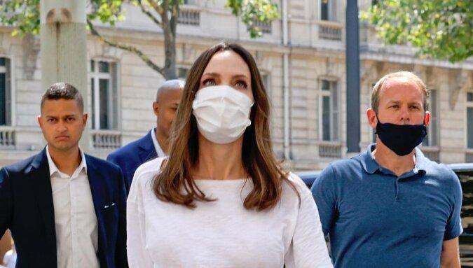 Angelina Jolie i jej trzy minimalistyczne paryskie stylizacje, które warto powtórzyć jeszcze tego lata