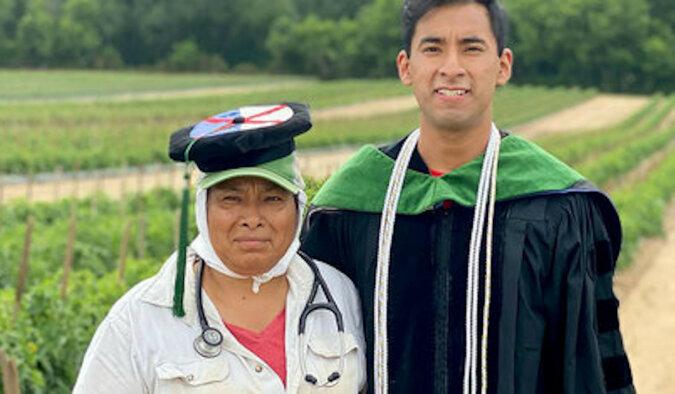 Syn serdecznie podziękował rodzicom, którzy ciężko pracowali, aby on ukończył studia